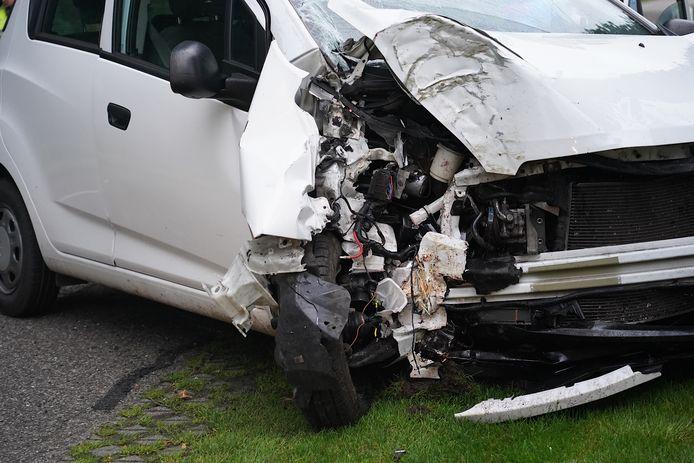 De automobilist raakte ernstig gewond bij het ongeluk.