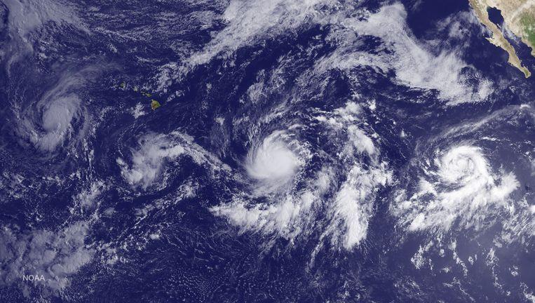 In de Stille Oceaan ontstaan drie stormen, van west naar oost: Kilo, Ignacio en Jimena Beeld AFP