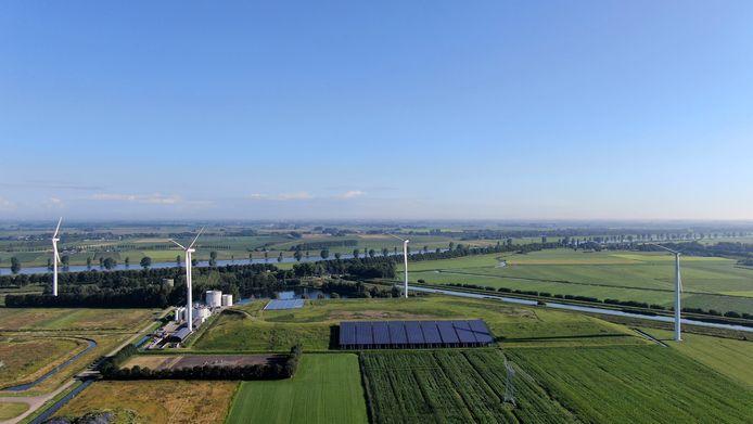 Het Ecopark met windmolens in Waalwijk.