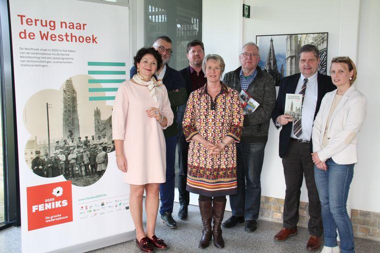 Westtoer stelt toeristisch programma Westhoek voor. Foto: Sabien Lahaye-Battheu, Peter De Wilde, Stephen Lodewyck, Ingrid Vandepitte, Heman Lodewyckx, Stefaan Gheysen en Valérie Heyman.