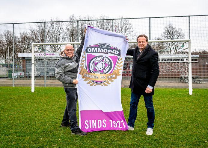 Jan Tielen (l) en Erwin Rijsdijk hopen dat het 100-jarig jubileum van SV Ommoord dit jaar nog kan worden gevierd.