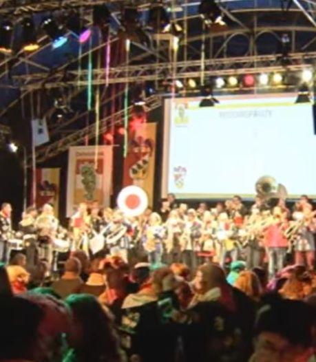 Kwèkfestijn in tent, carnaval in paviljoen in hartje Oeteldonk