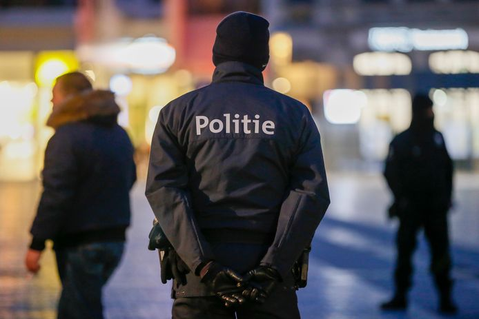 In Vlaanderen en Wallonië geldt een avondklok van middernacht tot 5 uur, in Brussel al vanaf 22 uur.