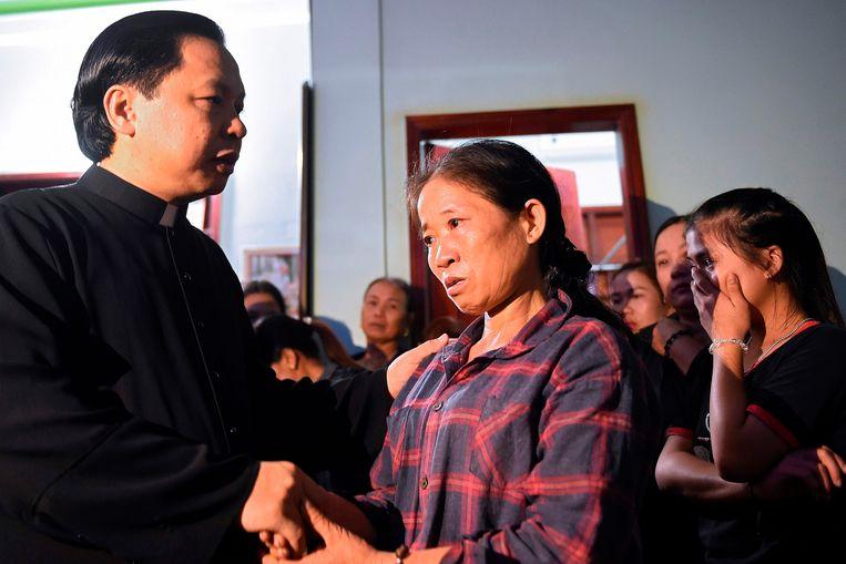 Tran Thi Hien vreest dat haar dochter, Bui Thi Nhung, bij de 39 doden is. Beeld AFP
