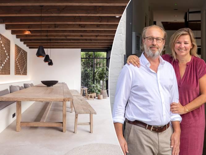 """Stefaan (54) en Kathleen (51) toverden een 18de-eeuws armenhuisje in Damme om tot luxueuze vakantievilla: """"Op zolder kan je met 10 slapen"""""""