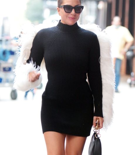 """""""Comment tient-elle debout?"""": Lady Gaga impressionne la toile avec des talons XXL"""