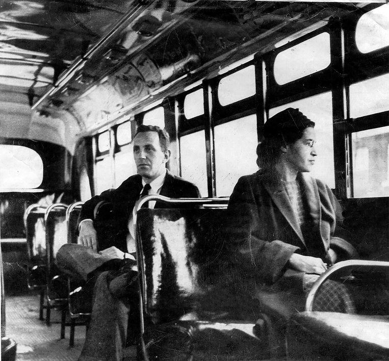 Rosa Parks weigerde recht te staan voor een blanke man op de bus. Beeld AP