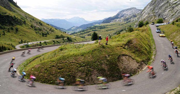Naar beneden razende renners in de Dauphiné.