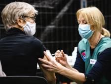 Het vaccineren in zeven grafieken: effect bij ouderen steeds beter zichtbaar