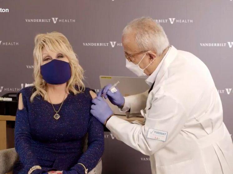 Dolly Parton krijgt vaccin en geeft een kleine twist aan haar wereldhit 'Jolene'