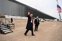 President Trump bracht deze week een bezoek aan de scheidingsmuur tussen de Verenigde Staten en Mexico bij de stad Alamo in de staat Texas.