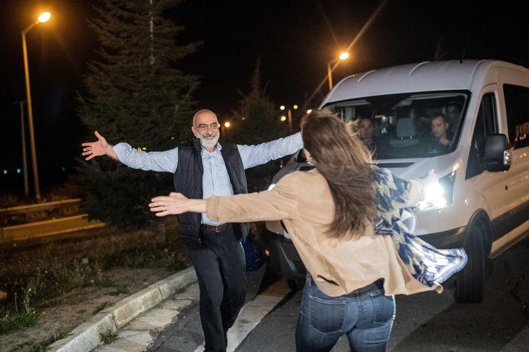 Journalist en schrijver Ahmet Altan werd maandag vrijgelaten. Beeld AFP