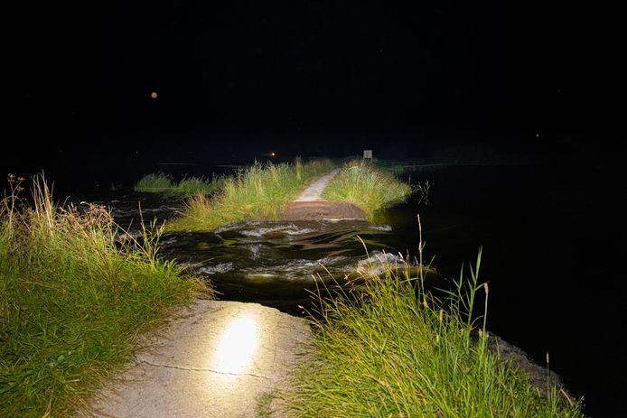 De doorgebroken dijk op het Jagerspad bij Hattem.