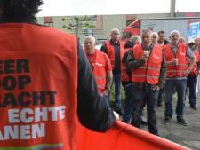 Optocht van stakende liftmonteurs door Rotterdam, Capelle en Krimpen