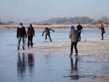 Gemeenten plassengebied ontmoedigen schaatsen op natuurijs