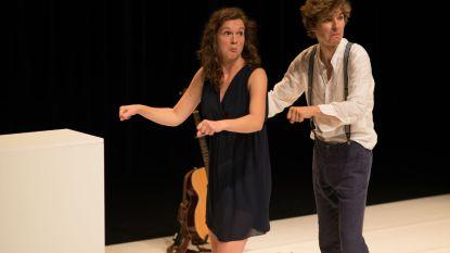 """Veelbelovend Belgisch-Nederlands cabaretduo imponeert met 'Lijmen': """"Des te zenuwachtiger voor deze thuiswedstrijd!"""""""