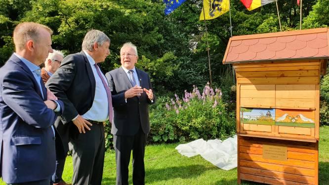 """Slovenië, hét land van de bij en het thuisland van oprichtster Jelena De Belder, schenkt unieke bijenkast aan Arboretum: """"En nu wachten op de bijtjes en de honing"""""""