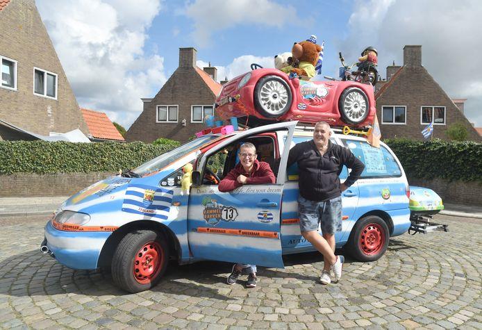 Jeanet Luitwieler en Ed van der Stelt met hun Zeeuwse rammelbak.