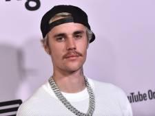 Moeder Justin Bieber niet blij met nieuwe tattoo