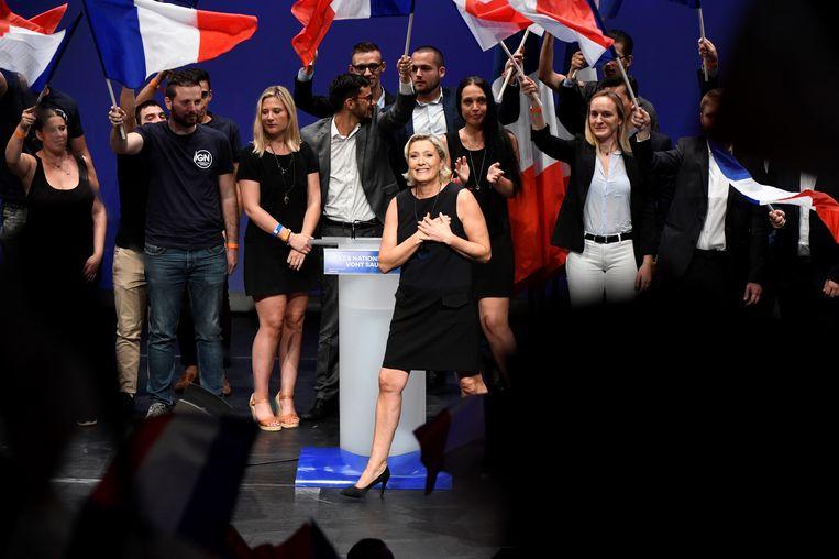 Marine Le Pen van het radicaal-rechtse Rassemblement National, het vroegere Front National, dankt haar aanhangers. Wordt zij president in 2022?  Beeld AFP