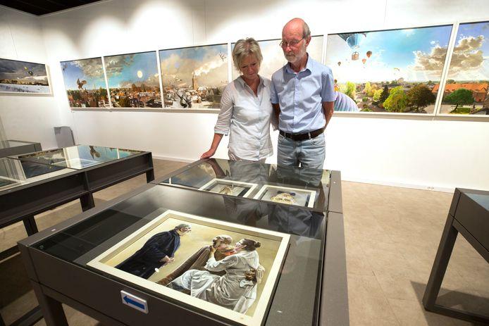 Louis Nijhuis en zijn vrouw bij de expositie.