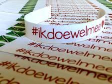 Stil protest van Doetinchemse PvdA'ers met polsbandactie #ikdoewelmee