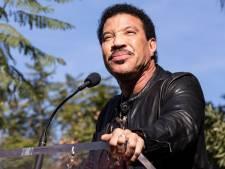 Lionel Richie divise la toile en s'affichant avec sa compagne de 40 ans sa cadette