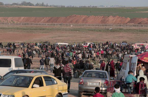 Palestijnse betogers langs de grens tussen Gaza en Israël.