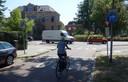 Zicht op de rotonde vanaf de Vondelkade; een van de tien fietsstraten in Zwolle.