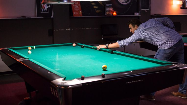 Naast poolen kun je darten, tafeltennissen en bordspelletjes spelen Beeld Eva Plevier