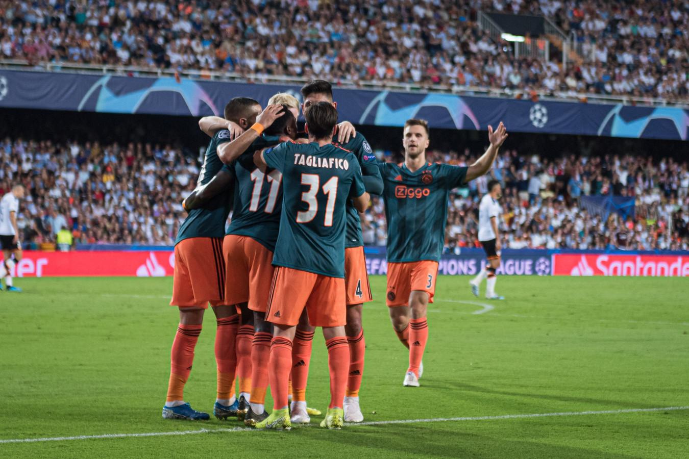 Ajax boekte op bezoek bij Valencia een indrukwekkende zege (0-3).