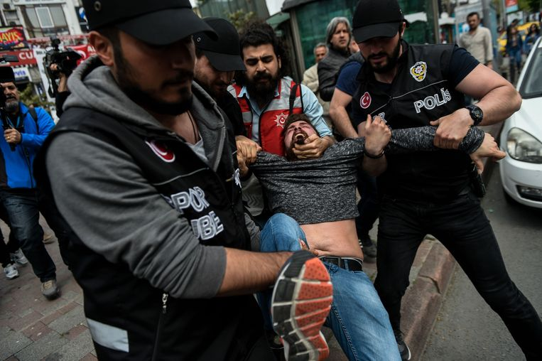 Politiegeweld is in Turkije aan de orde van de dag. Deze foto houdt geen verband met de getuigenissen onder. Beeld AFP