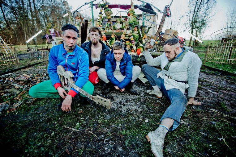 De Gentse noiserockband Raketkanon met frontman Pieter-Paul Devos (tweede van rechts). Beeld RV Anton Coene