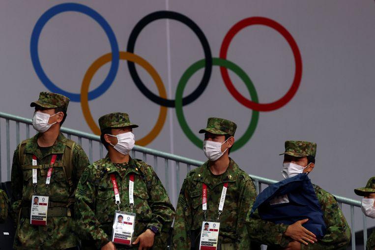 Japanse militairen bij de Olympische Spelen in Tokio  Beeld REUTERS
