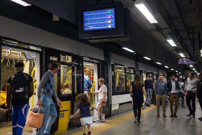 Alle ondergrondse metrolijnen werden door een seinprobleem verstoord.