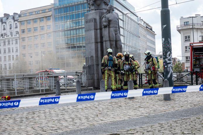 Un incendie électrique s'est déclenché vendredi après-midi sous le pont Sainctelette à Bruxelles.