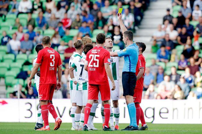 Cristiaan Bax leidde eerder dit seizoen de wedstrijd tussen FC Groningen en FC Twente. Vrijdag fluit hij FC Twente-FC Emmen, volgende week woensdag de KNVB Beker-wedstrijd Heracles-RKC.