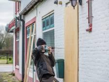 De wok in Ewijk is definitief gesloten: gemeente timmert pand dicht