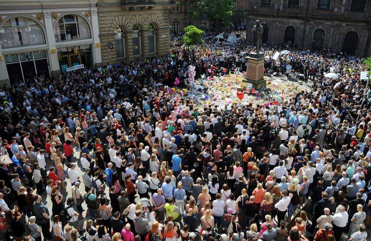 Een volgepakt St Ann's Square in Manchester Beeld AP