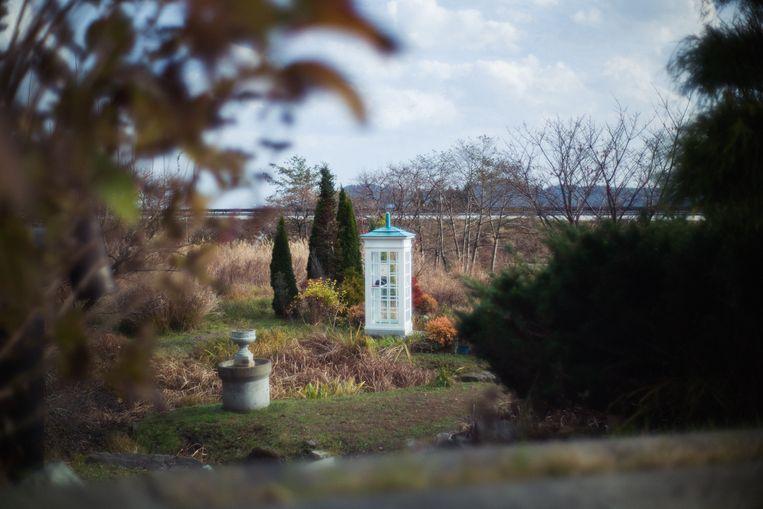 De windtelefoon in Otsuchi trekt tot 300 mensen per maand die met overleden dierbaren willen praten. Beeld Kentaro Takahashi