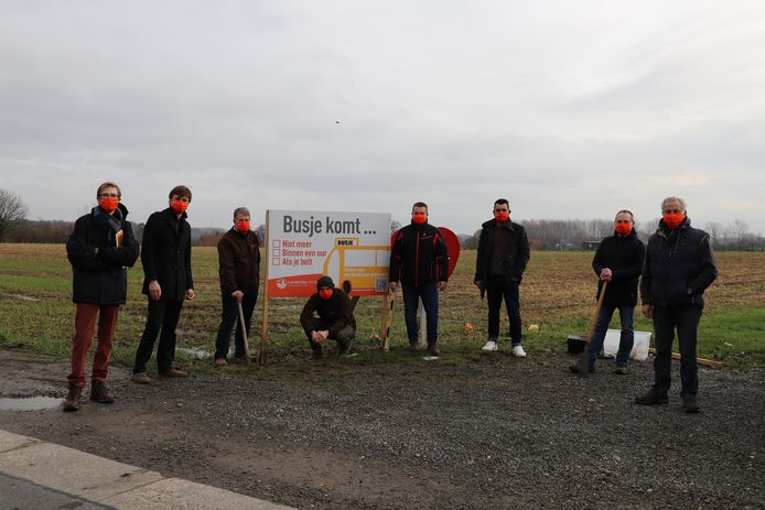 De lokale afdelingen hingen het eerste bord op in Elingen (Pepingen).