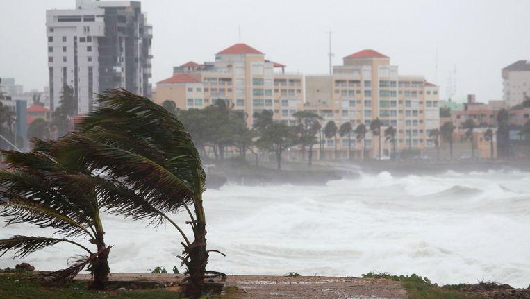 Hoge golven en harde wind in Santo Domingo in de Dominicaanse Republiek. Beeld REUTERS