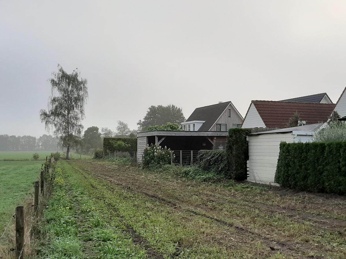 Het struinpad achter deze woningen aan de Vroegeling blijft open. Wel gaat de gemeente met de bewoners in gesprek over de aanleg van een groenstrook om inkijk in hun achtertuinen te voorkomen.