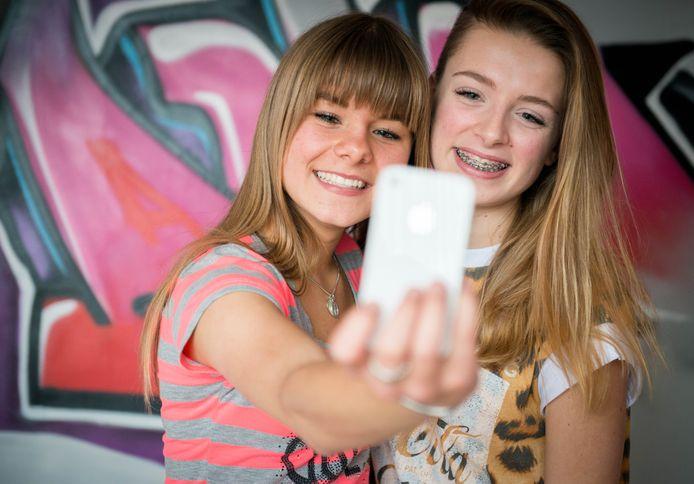 TikTok had kunnen weten dat jonge gebruikers Engels niet goed genoeg zouden snappen om te begrijpen waarmee ze precies akkoord gingen. Daarmee overtreedt de video-app artikel 12 van de Europese privacywet AVG.