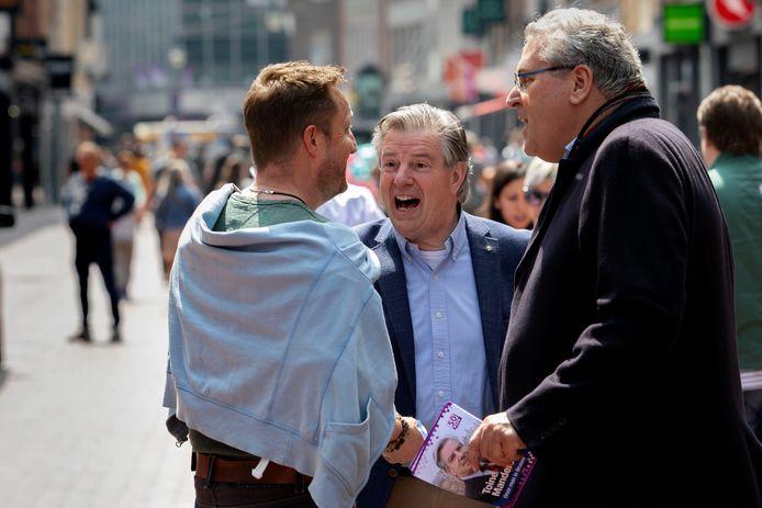 Toine Manders (midden) en Henk Krol tijdens de campagne voor de Europese verkiezingen van vorig jaar.