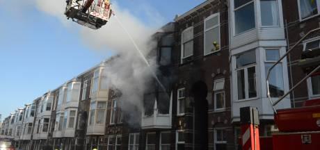 Zeer grote brand in Haagse Ampèrestraat geblust: drie woningen onbewoonbaar
