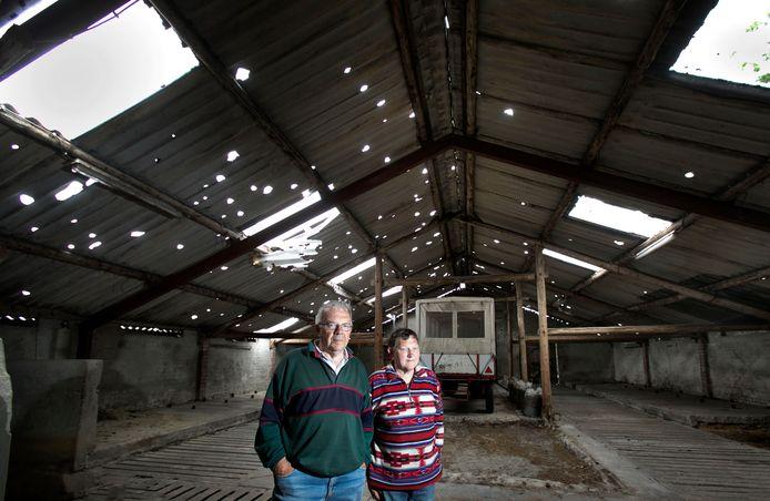 Ook de stallen van Wim Claes werden vernield. Repareren heeft geen zin meer. Ze gaan tegen de vlakte.