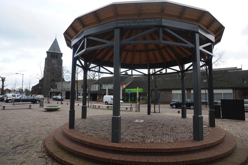 Het complete Schakelplein en een heleboel gebouwen eromheen gaan op de schop als het aan de dorpsraad ligt. Alles om woningbouw mogelijk te maken.