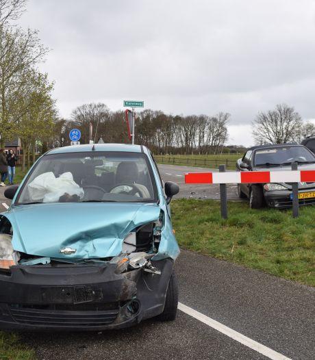 Botsing tussen twee auto's: de ene automobilist ziet de ander over het hoofd