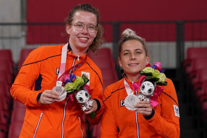Frederique van Hoof (l) won met Kelly van Zon zilver bij de landenwedstrijd in Tokio